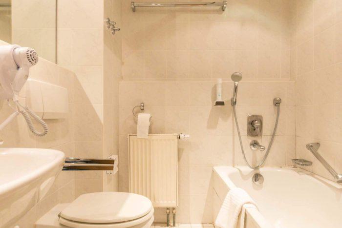 das Schwanstein Zimmer Bad